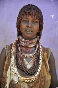 Frau vom Stamm der Hamar